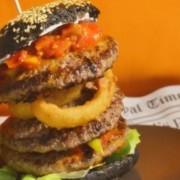 Nightmare Burger | Schwarzes Brötchen | Premiere in Bayern